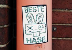 Lustiger Streetart Aufkleber mit Hase