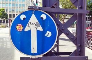 lustige Bilder bei den Flachwitzen: Verkehrschschild verändern
